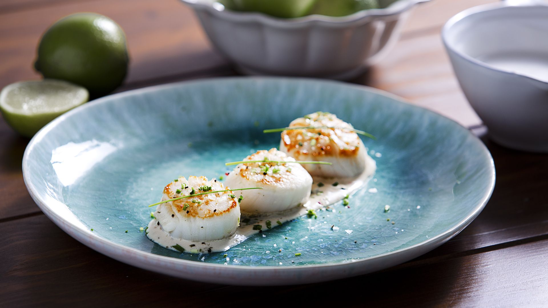 Sautéed scallops with coconut, lime and ginger sauce